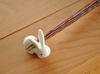 Rakuten: White tableware chopstick rest white level 3 of a pretty rabbit - Shopping Japanese products from Japan