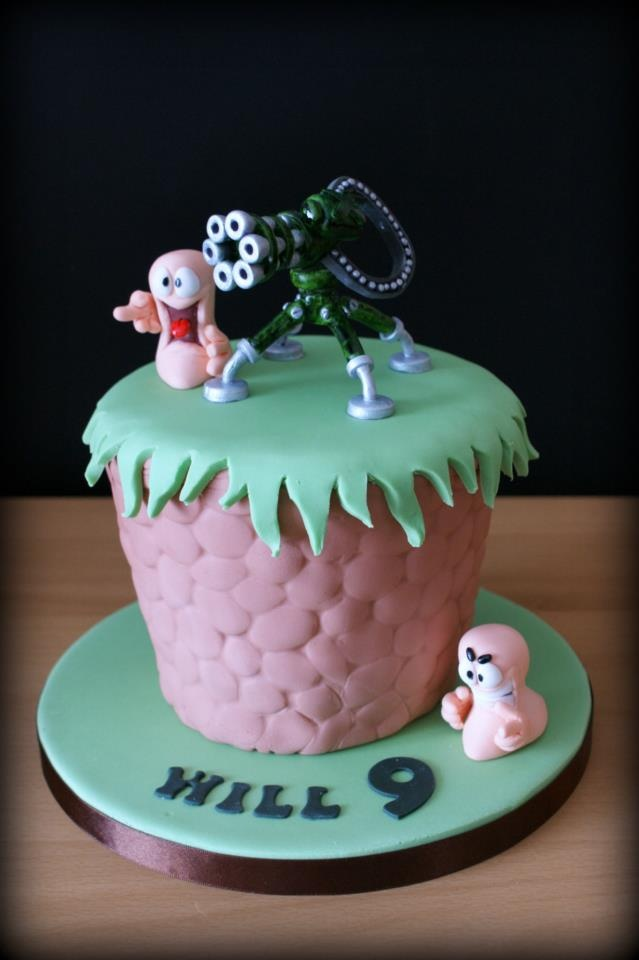 Will has had another birthday and that of course means his mother has made another amazing cake! We hope you had an ace birthday Will :)    (Photo and cake credit: Nicky @ http://www.smallthingsiced.co.uk/)    #worms #team17 #wormsteam17 #cake #baking #food