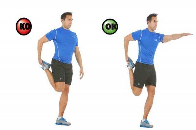 Activa los músculos abdominales en tu estiramiento de cuádriceps