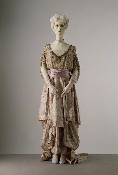 Evening dress ca. 1914 via The Victoria & Albert Museum