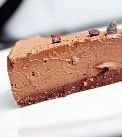 Double Chocolate Cheesecake - and it's Raw and good for you too! http://smarthealthywomen.com/double-chocolate-cheesecake/