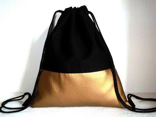 Turnbeutel/Gymsack      **ohne** Innenfutter  Maße:  37 cm breit, 44 cm hoch    Materialien:   Kunstleder in der Farbe Kupfer(35% Baumwolle, 65% Polyester)  schwarzer Canvas (100%...
