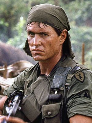 Tom Berenger - Sgt. Barnes: Shut up! Shut up and take the pain! Take the pain!