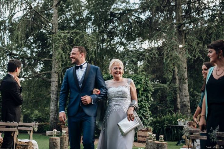 Quieres caminar de la mano de la madrina con tanto estilo como Aleix?  Ven a Trajes Señor y vestirás a medida #bride #groom #wedding #weddings #bodas #novio #traje #boda #suits #suitup #suit #bridestyle #groomstyle 📷 David Griso Artola