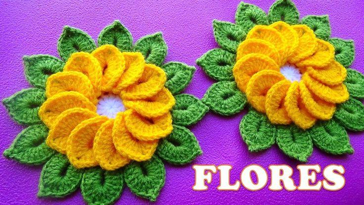 Flores tejidas a crochet de 12 pétalos con hojitas para tapetes y centro...