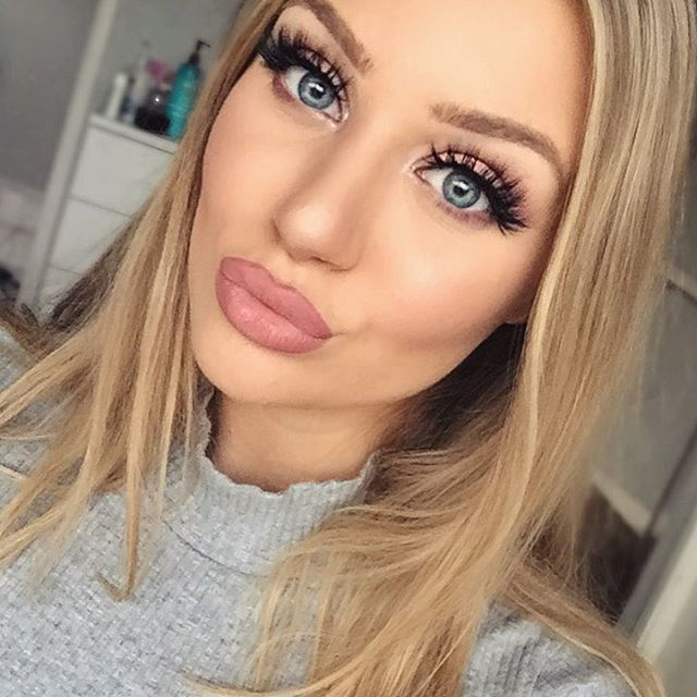 Instagram media by hannahhickford - ✕ MAC 'Soar' liner with 'Faux' lipstick ✕ MAC 'Soft & Gentle' for highlight ✕ Lilly Ghalichi maria king in 'Mykonos' #lillylashes