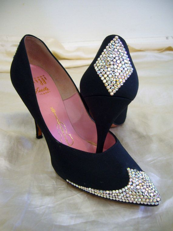 SPARKLING 1950s Couture Rhinestone Encrusted Shoes - Stilleto Points Stunning Design 50s Glamour Beautiful, Classic Hollywood