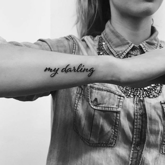1001 Ideas De Originales Tatuajes En El Antebrazo Palabras Tatuajes Tatuajes Letras Brazo Tatuaje De Palabras En La Muneca