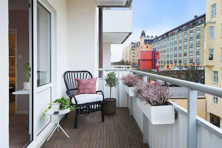 Slim balcony