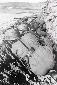 2.WW, Theater of war, North African campaign (Feb41-Mai43): Tunesia - germann paratroopers in foremost position of the front line. Feb./ March 1943 - pin by Paolo Marzioli