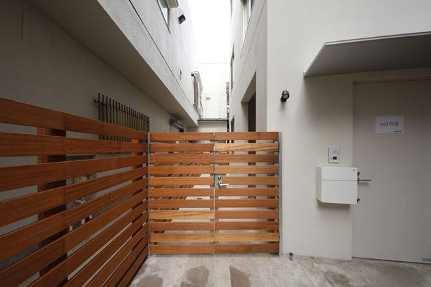京王井の頭線池ノ上駅の階段から直結。シュールな玄関の先の、パズル・メゾネット - RealTokyoEstate-東京R不動産-
