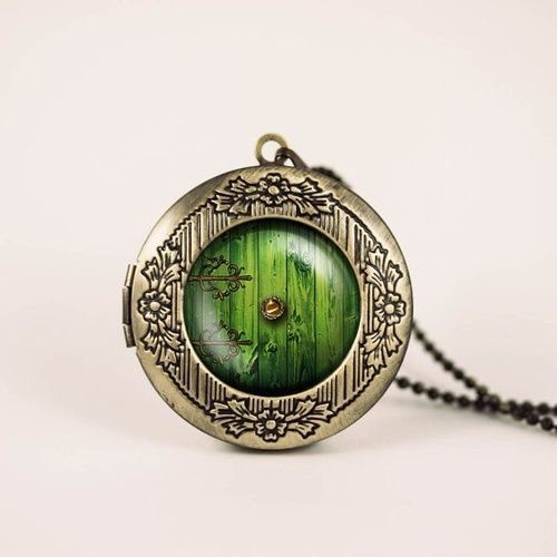 Hobbit door necklace, so you can take a bit of middle earth with you everywhere you go! Emmaly would love this