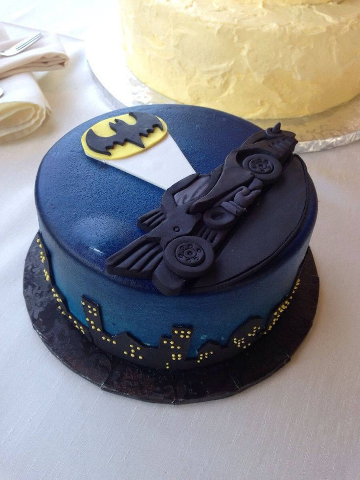 Mindblowingly cool groom's cake for the true Batman fan