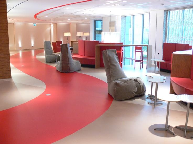 Gietvloer Amsterdam kantoor. Dit bedrijfspand wordt gekenmerkt door duurzaamheid en het gebruik van hoogwaardige materialen. De gietvloer is de vloer waar duurzaamheid gecombineerd wordt met een scherpe prijs-/kwaliteitverhouding.