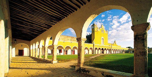 Atrio del Ex Convento de Izamal / Ignacio Guevara