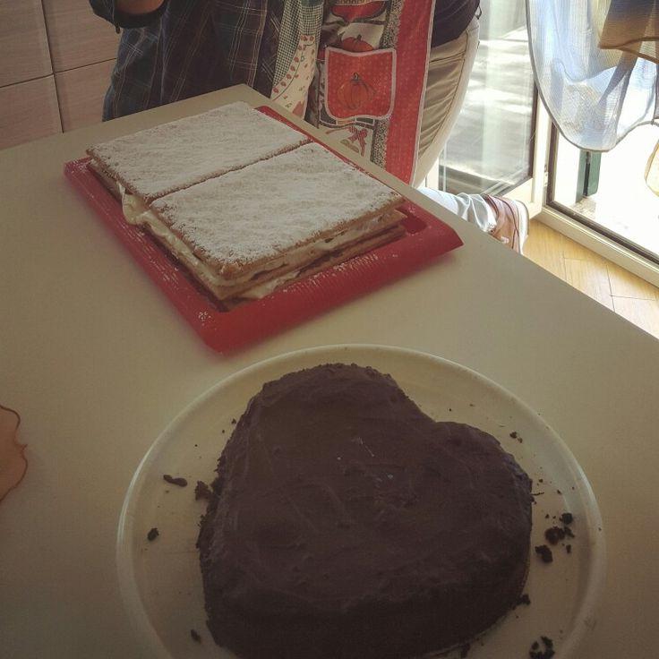 Cuor di torta con ripieno fondente e lasagnetta dolce con strati di sfoglia e pan di spagna farciti da crema pasticcera e nutella