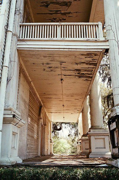 Love the columns, the feeling of grandure and space. ~FleaingFrance Brocante Society Elegant decay