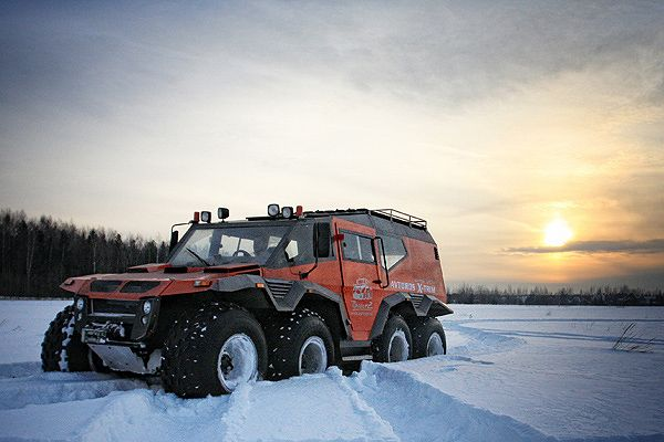 Russian vehicle maker, Avtoros revealed their new monster SUV, Shaman at the recently concluded Moscow Motor Show. Avtoros Shaman is an amphibious vehicle, capable of displaying extreme competence both on land and in water. The vehicle has four axles and 8 giant tyres, all of which can be controlled independently, if necessary. 8 tires also helps to deal with all types of terrain.