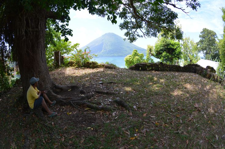 Looking west from the now-shaded ramparts of Fort Hollandia (Banda Besar), towards the channel where they most expected English or Spanish fighting ships to attack.