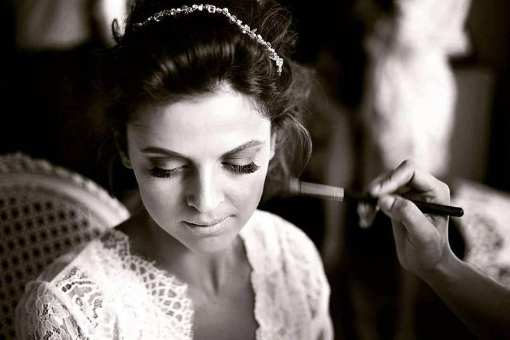 You're beautiful but love makes you stunning  #teoriazambetului #ilovemyjob #weddingday #emotions #makeup #beautiful #natural #stunning #love #foreverafter