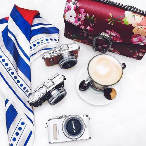 Stejné záliby vytváří krásná přátelství. Foto od @inthefrow #olympus #olympuspengeneration #epl8 #mujolympus #fashion #blogger #style #camera #friends via Olympus on Instagram - #photographer #photography #photo #instapic #instagram #photofreak #photolover #nikon #canon #leica #hasselblad #polaroid #shutterbug #camera #dslr #visualarts #inspiration #artistic #creative #creativity