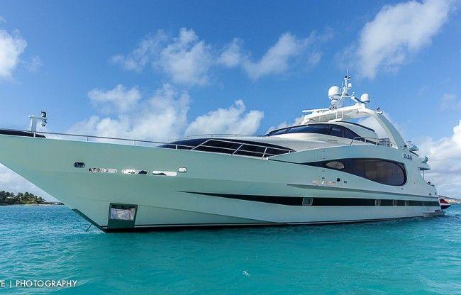 Les Belles Yacht photos
