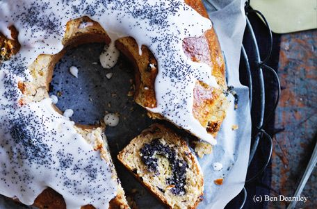 Vanille-Mohn-Kranz mit Buttermilch-Glasur