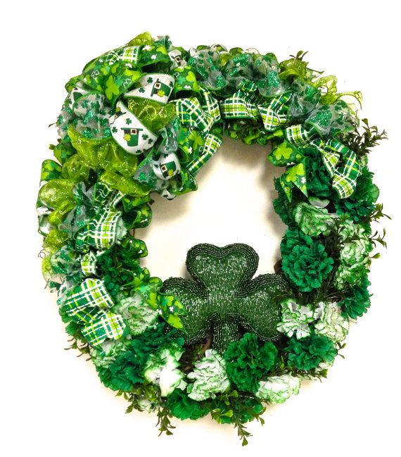 """St Patrick's Day Shamrock Wreath Green White Silk Carnations Large (approx 24"""" Oval) FREE Shipping"""