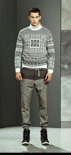 I maglioncini sono una delle cose indispensabili per affrontare l'inverno, scegli sempre un colore che puoi abbinare facilmente con il tuo vestiario ;) La corda al posto della cinta é il top. #man #uomo #moda #fashion #style