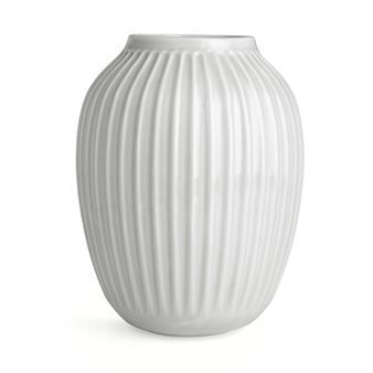 The large Hammershøi vase by Kähler is a modern reinterpretation of the classic ceramic vases that Svend Hammersøi created in the early 19th century when he worked in Kählers old workshop. His vases were characterized by distinctive furrows and that was exactly what Hans-Christian Baur had as a starting point when he created the contemporary vase collection for Kähler. The vases are available in different sizes and several subdued colors.
