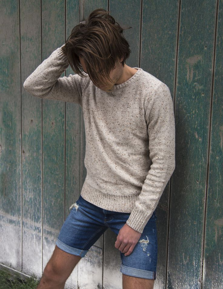 RVLT - men's fashion. Crew knit in a slim fit. Gives a edge to the clean look.