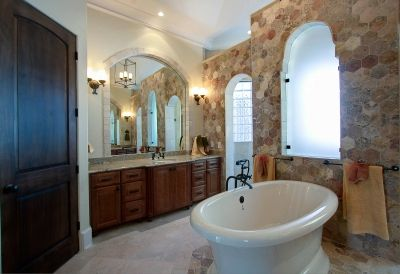 Beautiful and Traditional Master Bathroom Design.