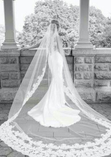 Very traditional long veil