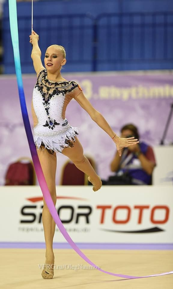 Yana Kudryavtseva, Russia, got 18.550 for her ribbon routine in all-around finals World Championships 2014