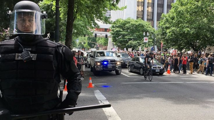 The Latest on competing rallies in Portland following fatal stabbings (all times local):  6:44 p.m.  Police say 14 people have been arrested and a number of weapons seized following a day of demonstrations and counter protests in downtown Portland.  Tensions at times ran high during competing... - #Arrests, #Day, #Demonstration, #Latest, #Portland, #TopStories