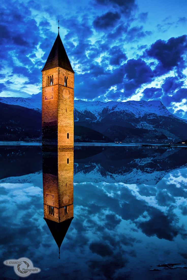 Lago di Resia - sunken church in Lago di Resia, South Tyrol ...
