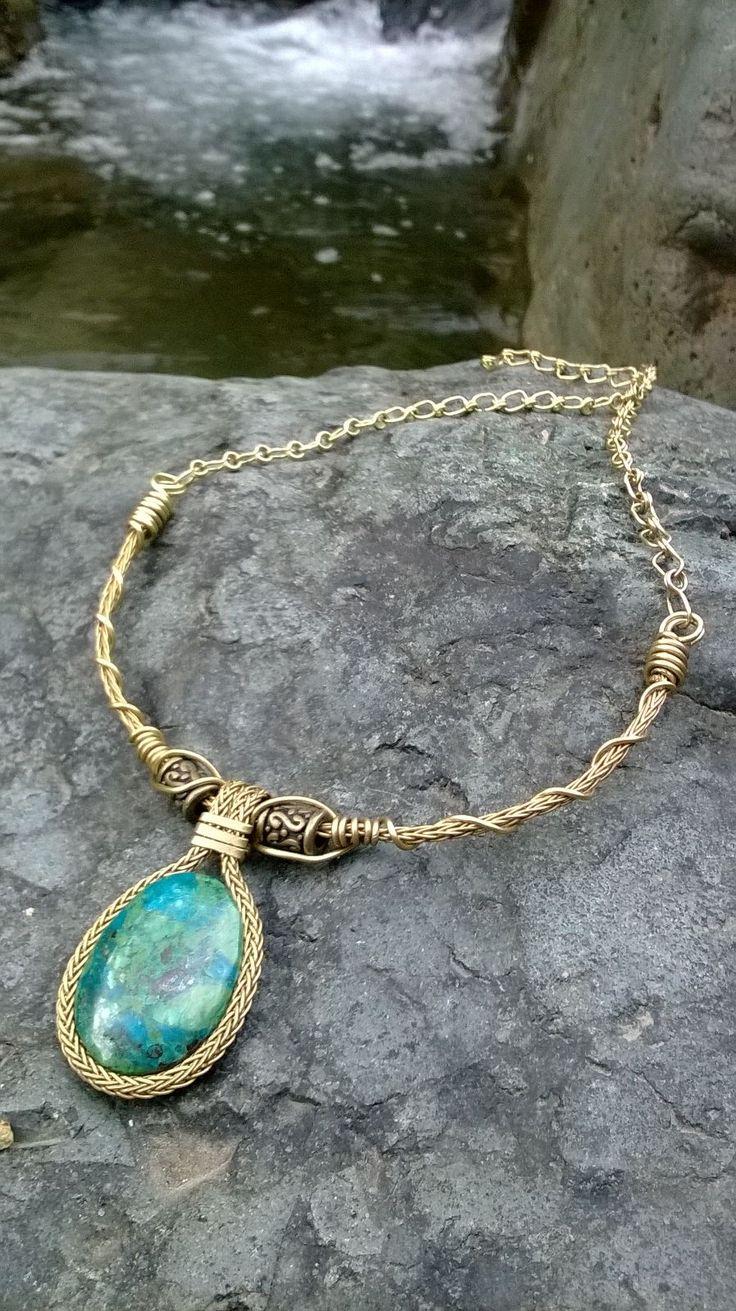 collar en bronce con piedra crisocola $ 49