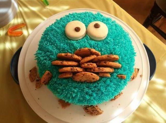Gâteau monstre avaleur de biscuits http://www.coupdepouce.com/mamans/manger-en-famille/cuisiner-avec-les-enfants/10-idees-pour-decorer-un-gateau-avec-les-enfants/a/53130