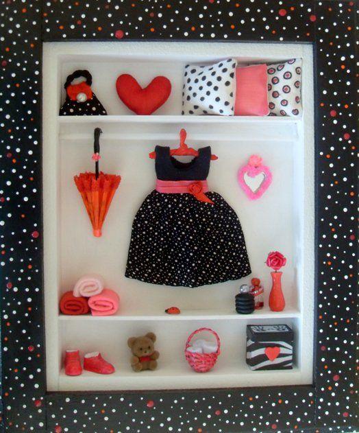 Cuadro Ropero con miniaturas. Negro, Rojo y Blanco.