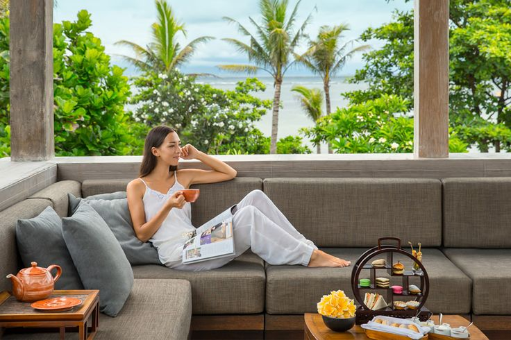 Feeling your energy slump this Afternoon? Then it's time to sit down, relax and be treated like a Queen. Enjoy tea like the British do with Fairmont Sanur Beach Bali Afternoon Hightea and #luxly #Food #Deals