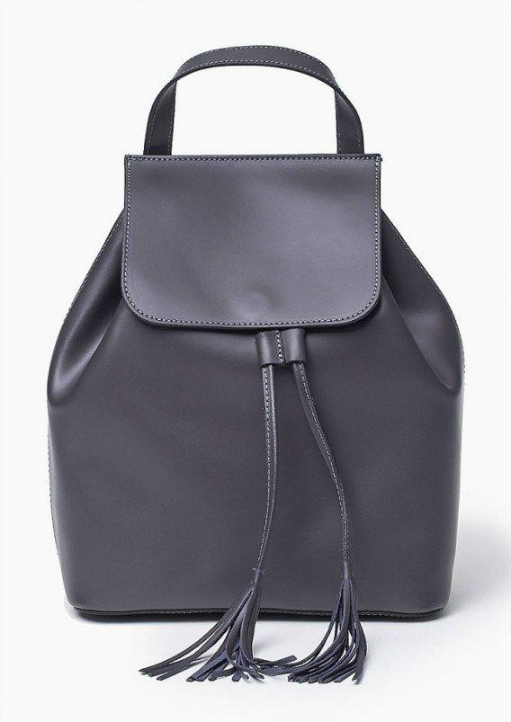 100 % skórzana Włoska Torba Plecak Szary Oryginalna torba damska (plecak) włoskiej produkcji (Vera Pelle) wykonana ze skóry naturalnej najwyższej jakości. Skóra gładka, miła w dotyku. Nie odkształca się i nie zagina, dzięki czemu przez cały czas ma niezmi