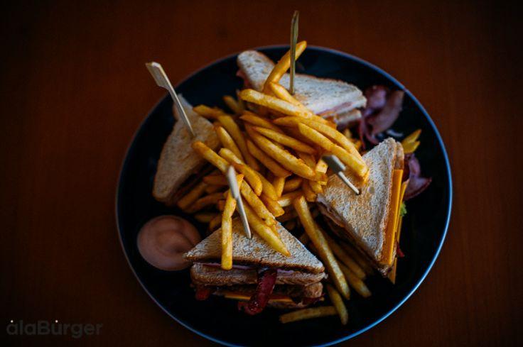 Για μια όμορφη Κυριακή και γευστική !!!! Τηλέφωνα παραγγελιών: Ala Burger Quality Food Πέτρου Ράλλη 527 Νίκαια 2104920233 #burger #alaburger #nikaia #minichorizo #onions rings #sesamybbqstrips #mozzarellasticks #sandwich #burgernikaia #kidsmenou #picante #sweetchili #trufflemayo #caesars #bluecheese #honeymustard #alaburger #qualityfoods #clubsandwich #kaiser