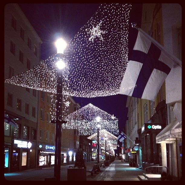 saraste:    Happy birthday Finland! Hope you all have a peaceful independence day. As you can see, at least the streets of my city are calm enough!