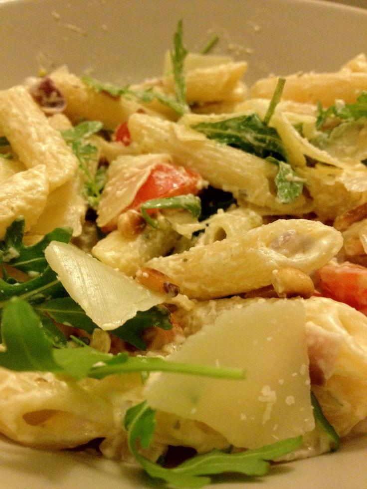 Een lekker en simpel recept voor pasta met boursin, tomaat, ui, rucola en knoflook