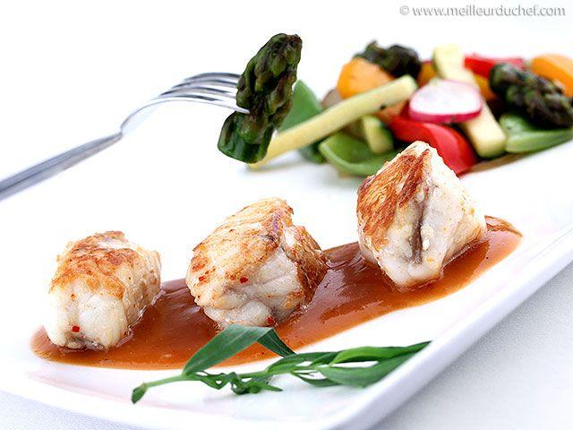 Lotte à l'américaine et ses légumes wok - Meilleur du Chef : http://www.meilleurduchef.com/cgi/mdc/l/fr/recette/lotte-americaine.html