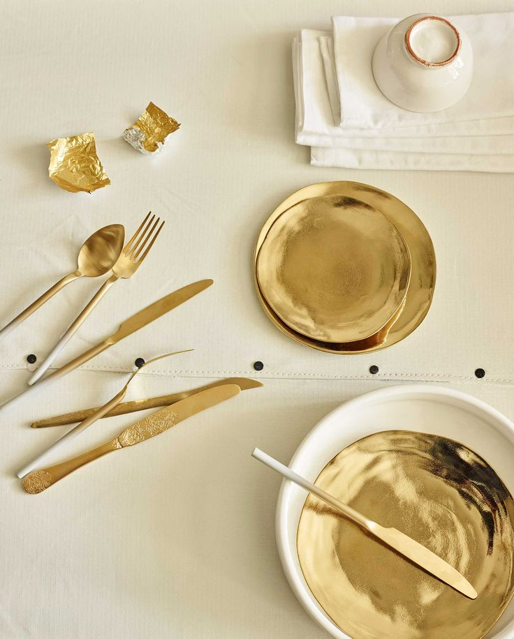 goud servies | golden tableware | vtwonen 07-2016 | Photography Tjitske van leeuwen | Styling Marianne Luning