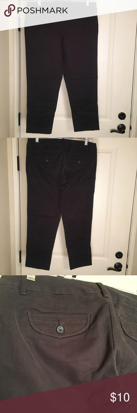 Black Tommy Hilfiger Capri dress pants Black Tommy Hilfiger Capri dress pants. Awesome staple pair of pants. Great condition. Tommy Hilfiger Pants Ankle & Cropped
