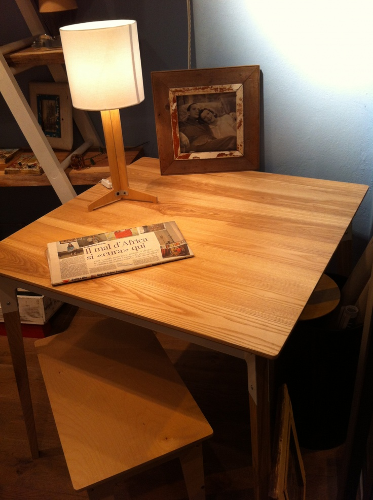La collezione di Pedersen & Lennard, presentata da #CapeBest, si arricchisce di una linea di tavoli, piccole panche e lampade da tavolo in betulla.