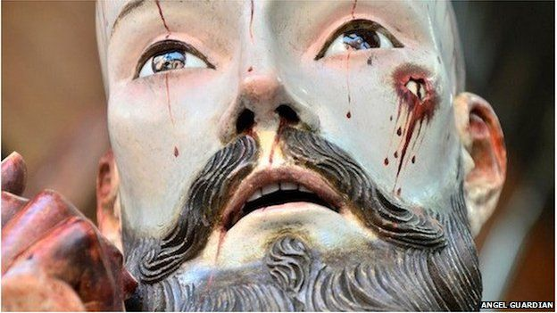 Statue of the Lord of Patience in Mexico with human teeth.  um eewwww