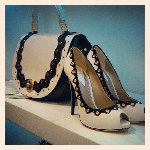 Zapatos y bolso de Versace
